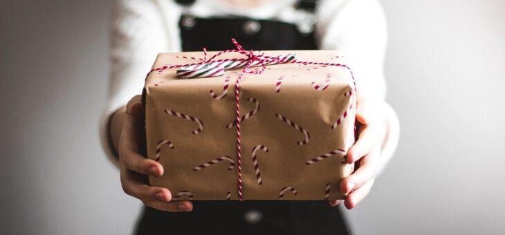 Czy warto rozdawać prezenty? Wszystko o prezentach w e-commerce.
